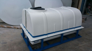 2,000 L tank with frame