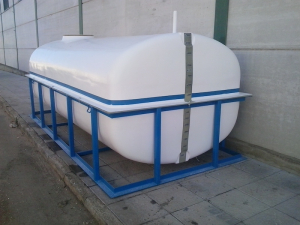 7,000 L tank with frame