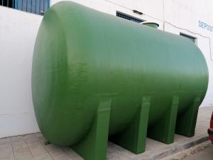 Horizontal tank with cradles