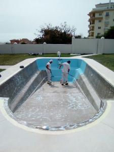 Trabajos de recubrimiento de piscina